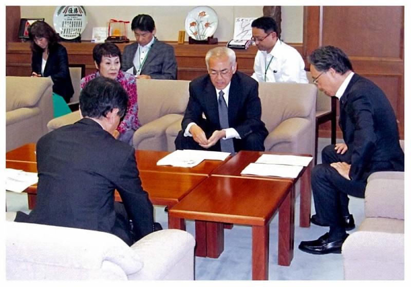 2012年10月12日 人事委員会からの勧告